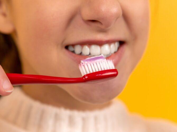 avoir un beau sourire et des dents blanches avec des produits naturels.